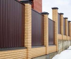 Забор из профнастила для украшения